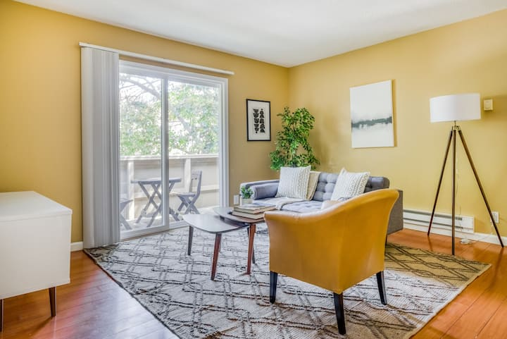 Great 2BR Condo in Fremont, Pet-Friendly + Parking