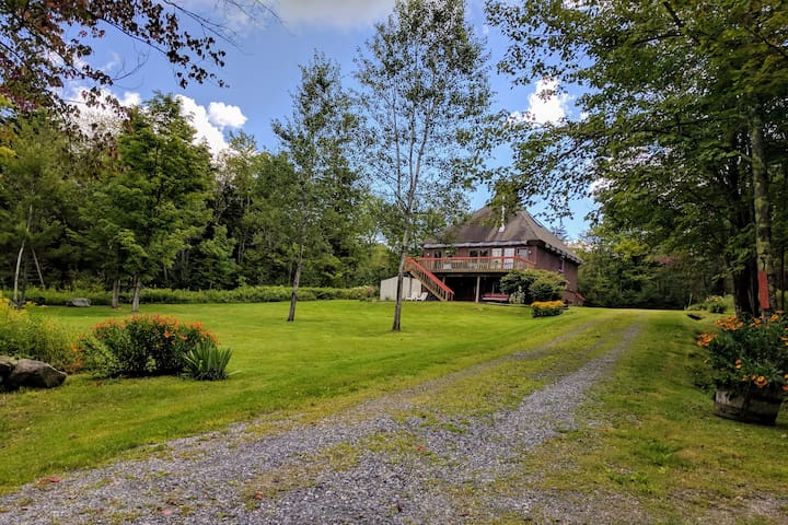 Peaceful 4 Bedroom Home with a View by Mount Snow