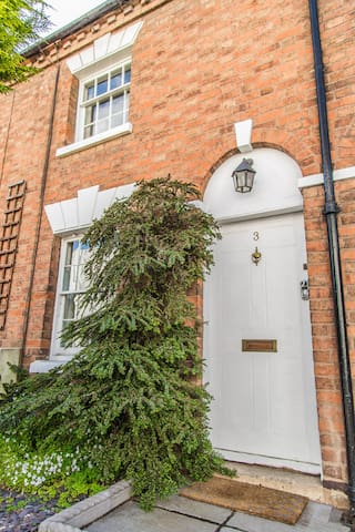 Elegant cottage in Stratford centre