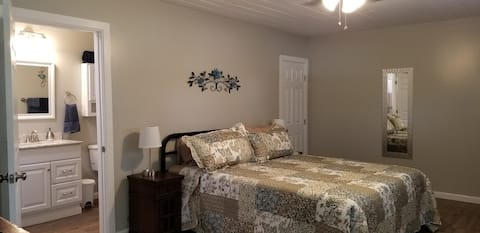 Newly Renovated Spacious Guest Cottage-Apartment