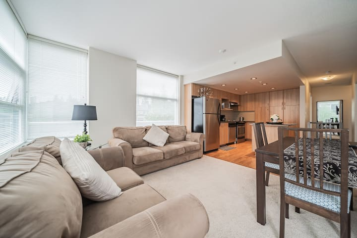 Modern 1BR Burnaby Mountain/SFU Apartment