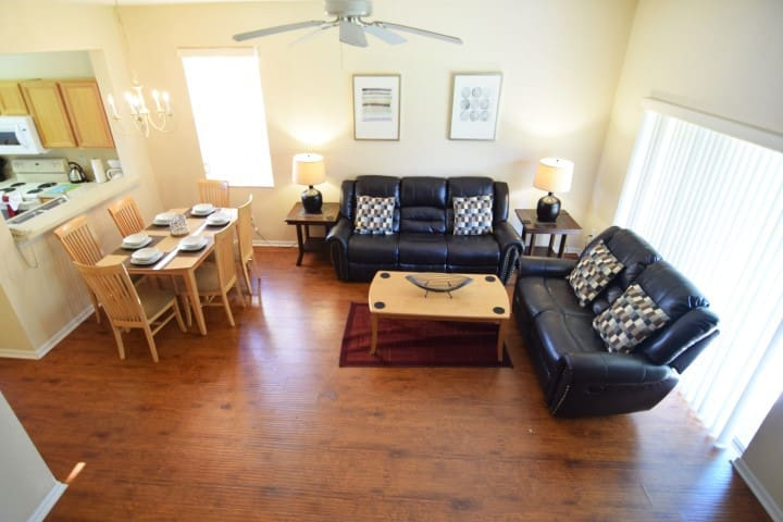 Great 4 bedroom townhome on Regal Palms