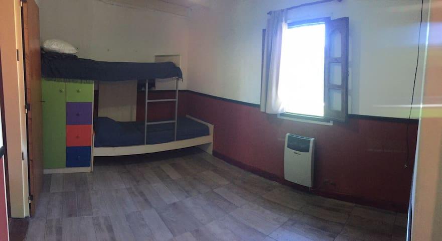 Dormitorio 3 Cucheta con Ropero y cajonera