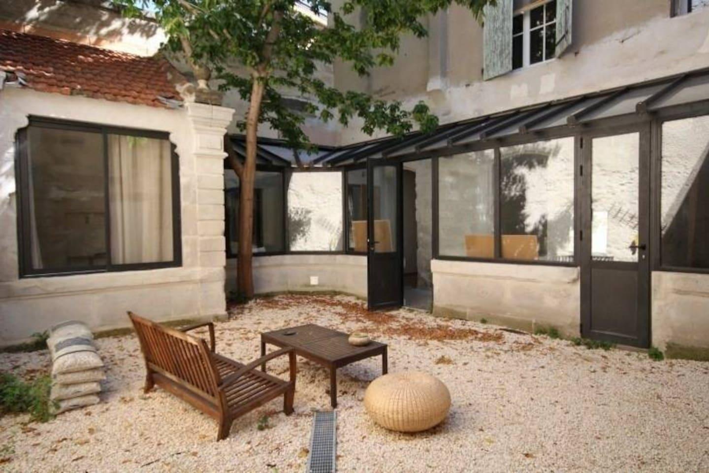 Petite cour intérieure dans un quartier très calme d'Avignon.