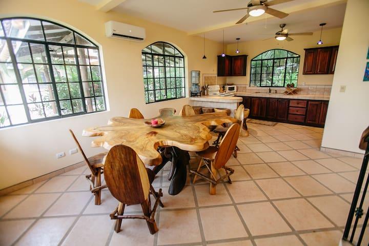 Casa De Santos: Your Perfect Tropical Retreat! - Esterillos Oeste - Ev