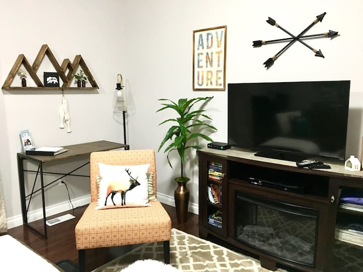 WEEK RATES -Upscale Apt Great Area -Airport 10 min