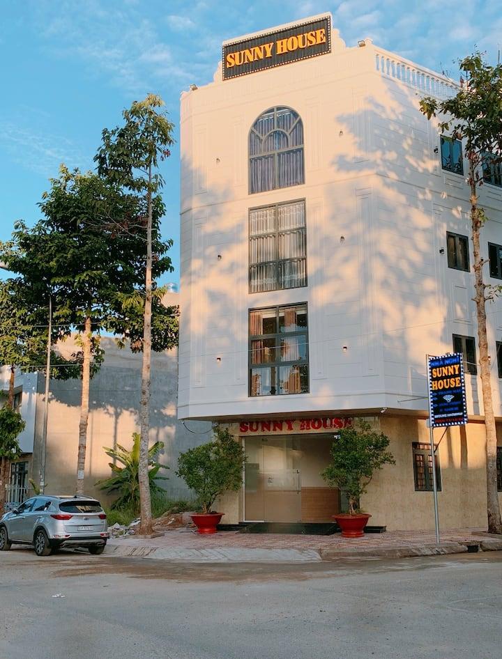 Sunny House || VIP 1 Spacious Room & Balcony