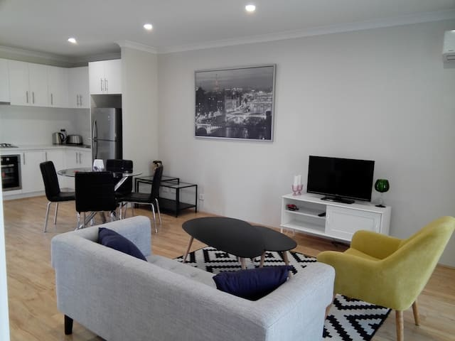Modern Two Bedroom Brand New Apartment - Rivervale - Flat