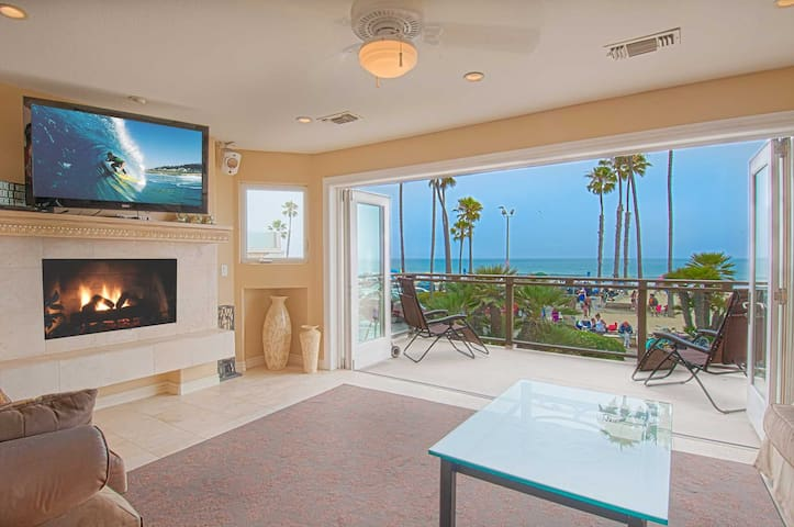 Three stories of WOW await you!  This spectacular private home is one of a kind! - Newport Beach - Appartement