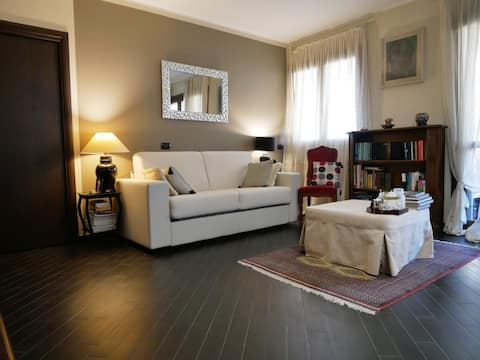 Cozy large flat near San Siro Stadium
