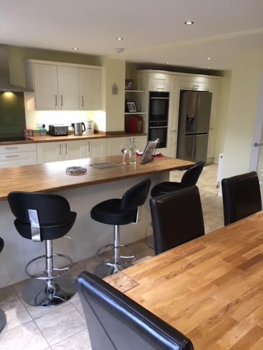 Large open kitchen / diner with 2 single ovens / American Fridge Freezer / dishwasher / induction hob.