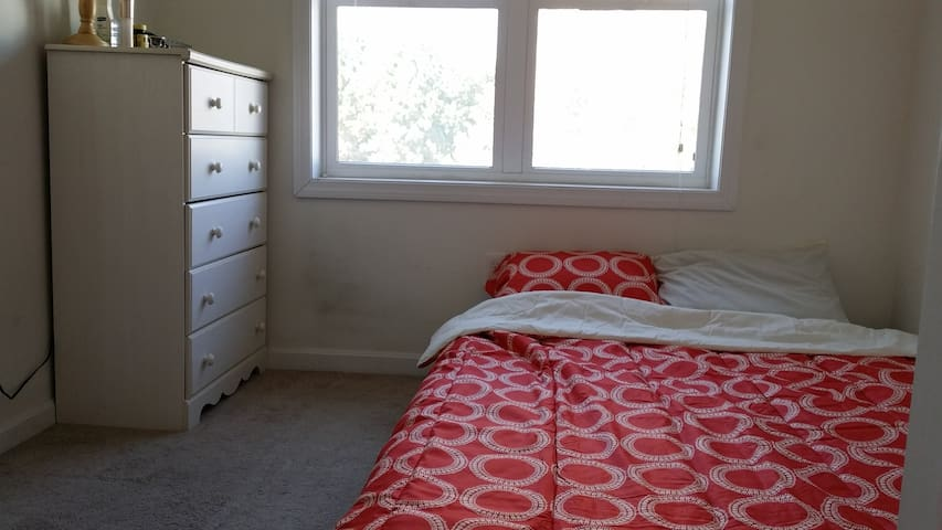 Cozy, conveniently-located bedroom in E. Cambridge - เคมบริดจ์ - อพาร์ทเมนท์
