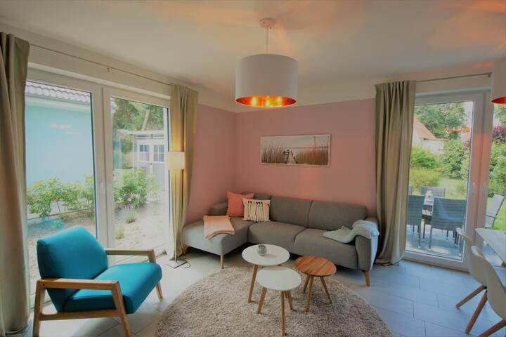 K 100 EG - Stilvolle Ferienwohnung mit traumhaften Garten, Kinderspielplatz & Aussenwhirlpool