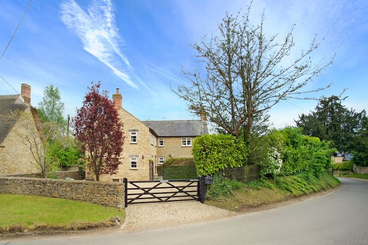 Brook Farm Cottage, Hinton in the Hedges, Brackley
