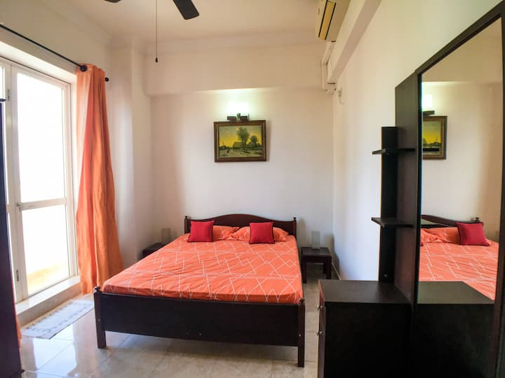 Two Homely Apartments for 11 guests in Colombo 05