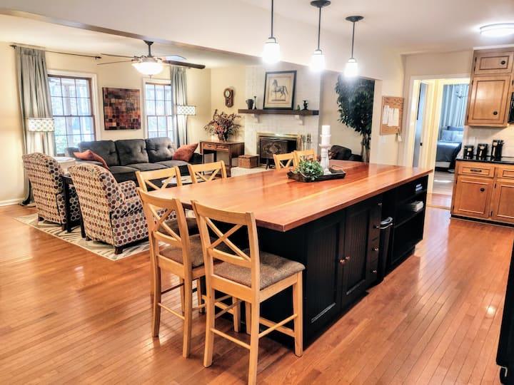 Luxurious Milton Apartment & Separate Guest Suite