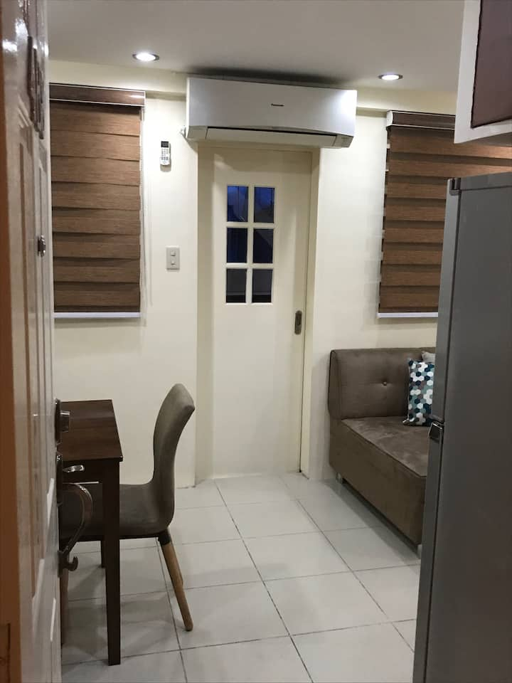 Affordable Furnished Condo with WIFI near GMA MRT