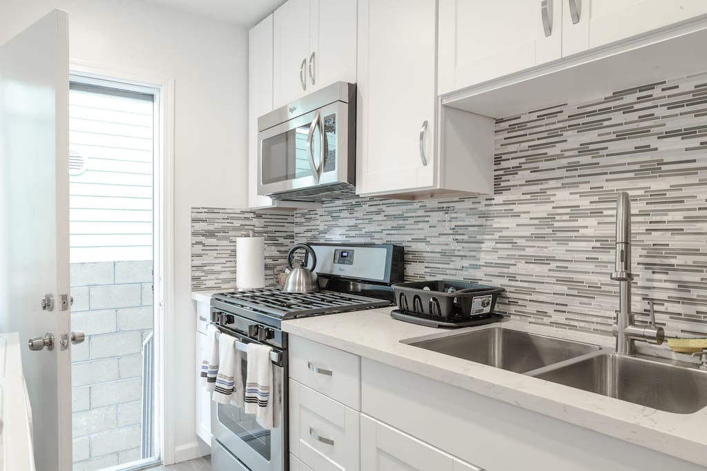 Modern Remodeled 3 Bedroom 1802 Apartments For Rent In Los Angeles Califo