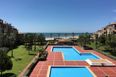 STUNNING FRONT LINE SEA VIEW FLAT