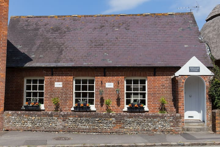 GRADE II LISTED COTTAGE renovated to LUXURY standards in heart of Old Bosham.