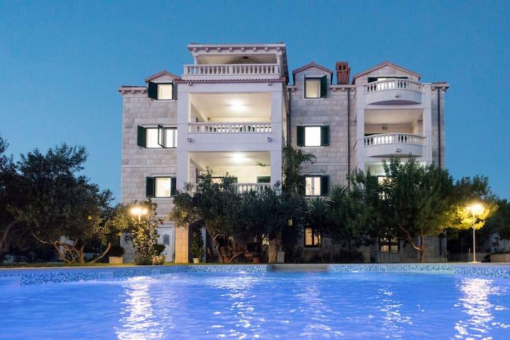 NEUE!! Apartments mit Pool, Insel Brac, Kroatien - Sumartin