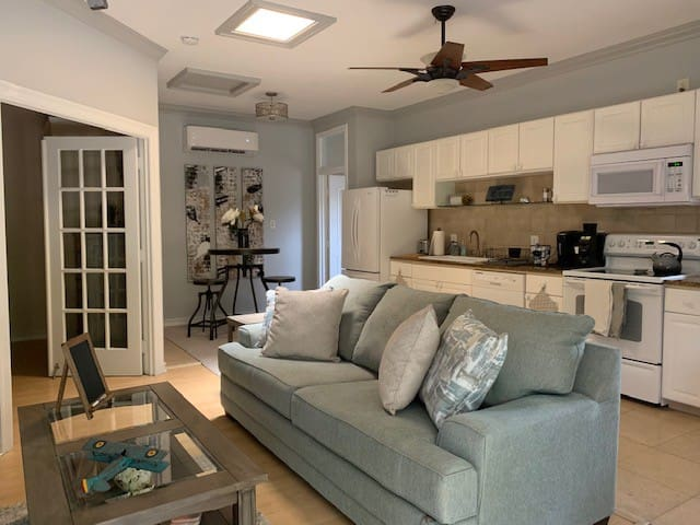 Casa de la Palms Cozy & Private, near Macdill AFB