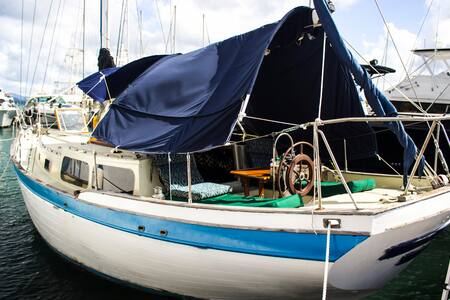 Stay on a 41' Sailboat in Paradise! - East End