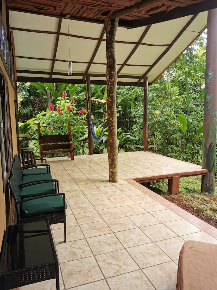 Riverfront room private rainforest fast wifi