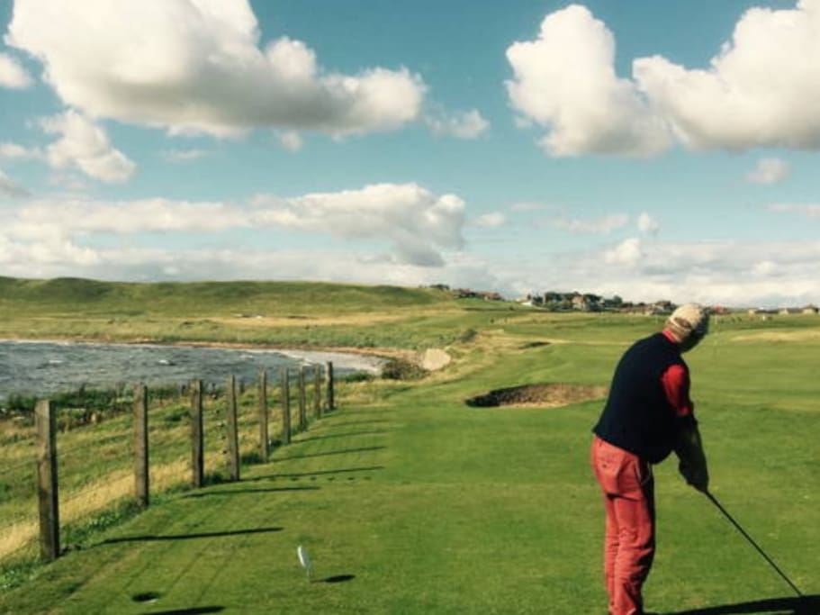 Elie golf course is a 2 minute drive, St Andrews is about 20 minutes and there's plenty more to choose from less than 30 minutes away