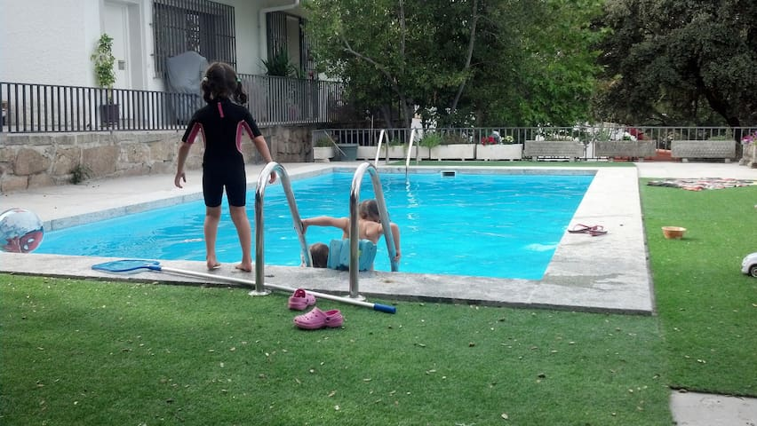 casa piscina a 26 km madrid en las rozas - Las Rozas - House