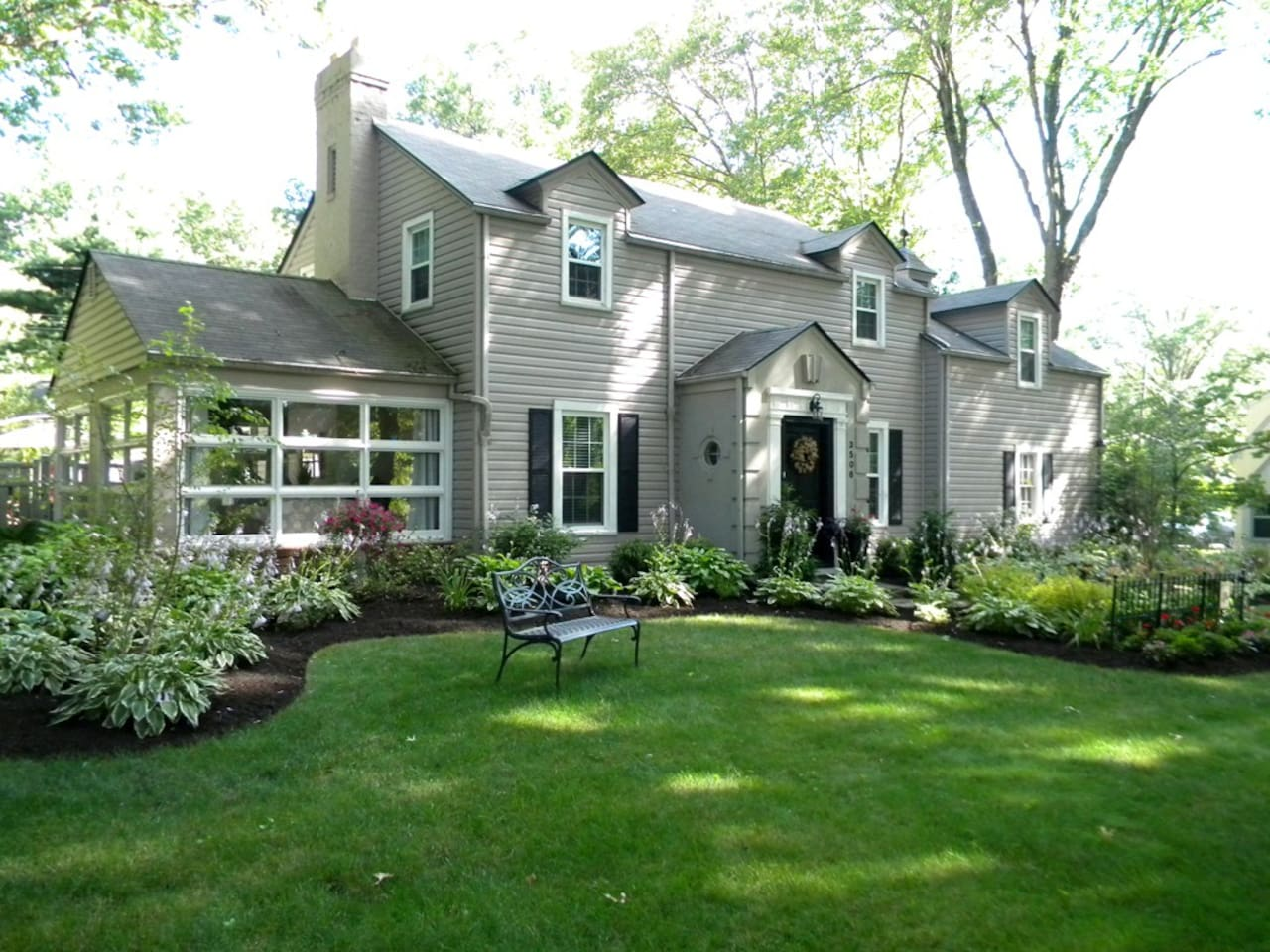 Large home in the upscale neighborhood of Avondale in Canton Ohio, Just one mile to just about everything you could need, I -77, Parks, Hall  of Fame, Benson Field,  Restaurants, Churches, Parks, & grocery store. YES - All within just 1 MILE!