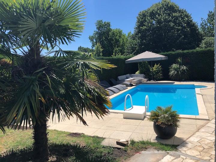 Maison aux portes de Bordeaux avec piscine