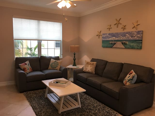 PERFECT BEACH GETAWAY - Lake Worth - Stadswoning