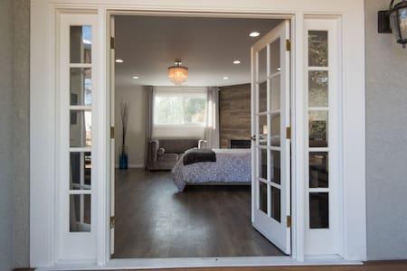 Beautiful & Romantic Master En-Suite/ FREE PARKING - Los Angeles - Haus