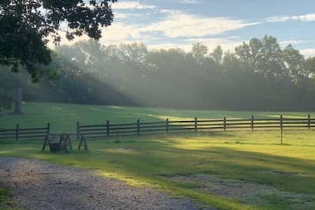 Green Pastures  -  Shepherds Retreat 5 Min to I-65