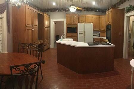 Historic Texas Ranch House - Wichita Falls - Apartment