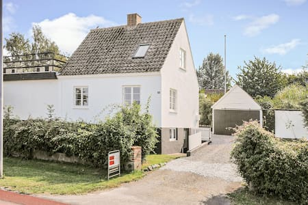 Holiday cottage with 4 bedrooms on 118m² in Svaneke