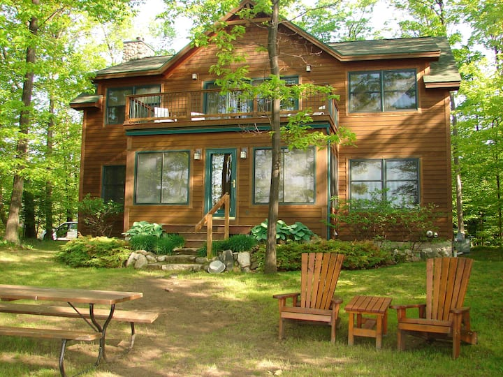 Beautiful 5-bdrm home on the shores of Elk Lake