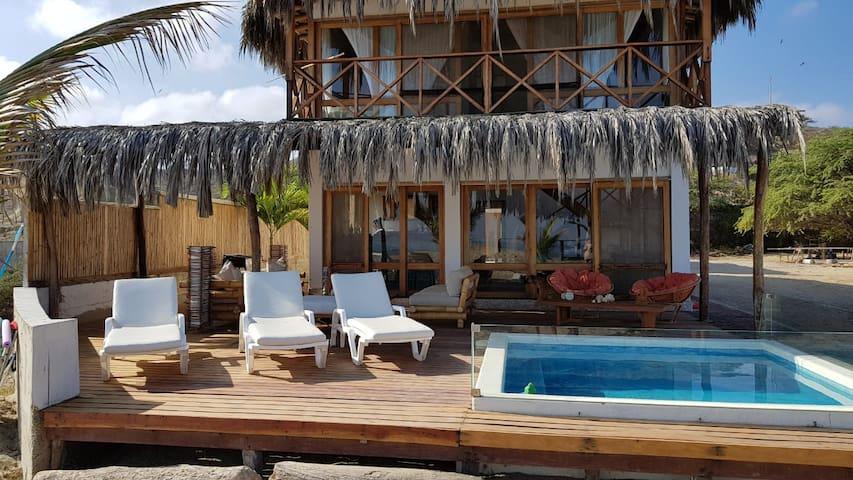Casa frente al Mar en Canoas de Punta Sal