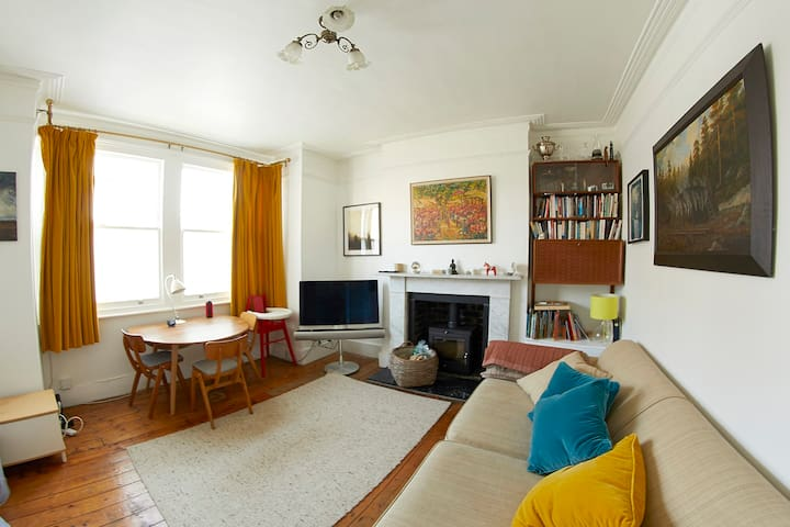 Gorgeous East Dulwich flat (also family friendly)