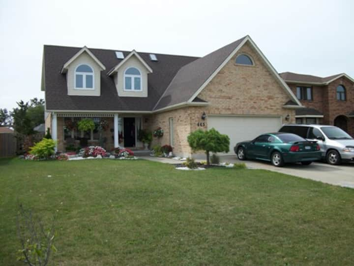 Modern home in quiet neighbourhood
