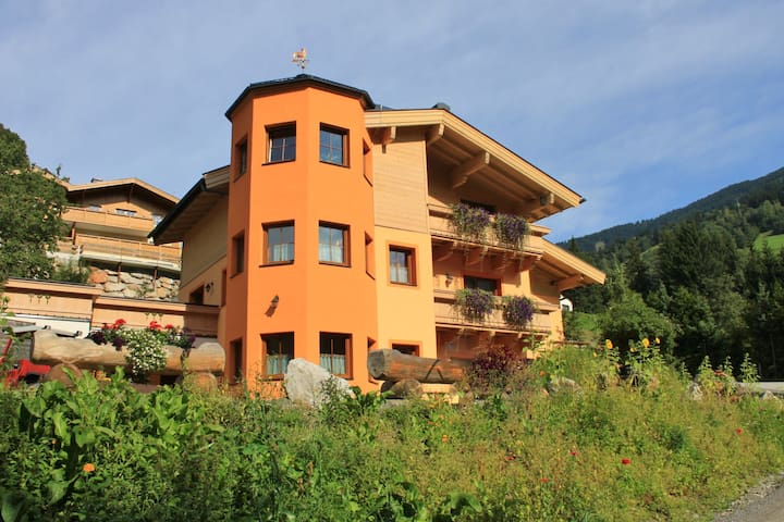 Luxurious Holiday Home in Saalbach-Hinterglemm With Sauna