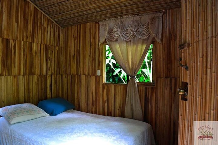Relax in our private bamboo cabin in Puriscal