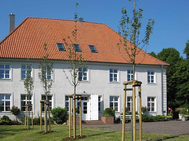 Ferien auf Rügen im Gutshaus Jarnitz - Bergen auf Rügen