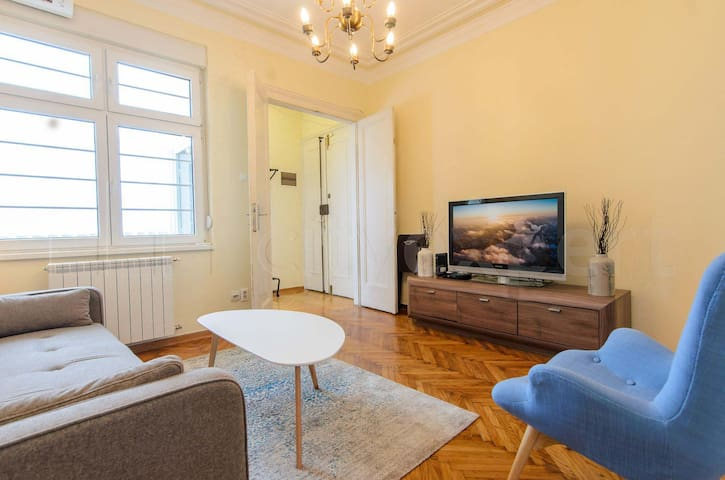 Gundulic - downtown apartment with free parking