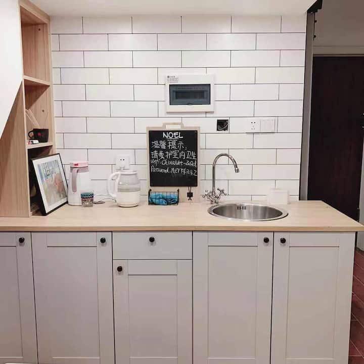 行趣小屋  自助入住 中央空调 临地铁一号线 市中心 太古里宽窄巷子文殊院 厨房 洗衣机 两层住4人