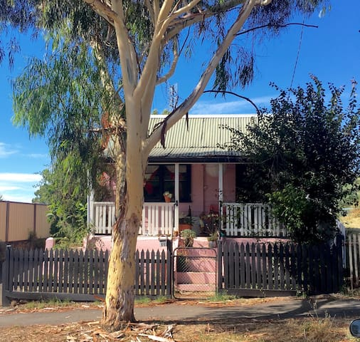 The Pink House - Castlemaine - Casa