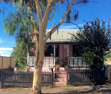 The Pink House - Castlemaine