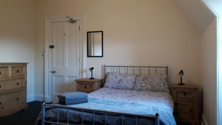Comfortable large room with en-suite shower room