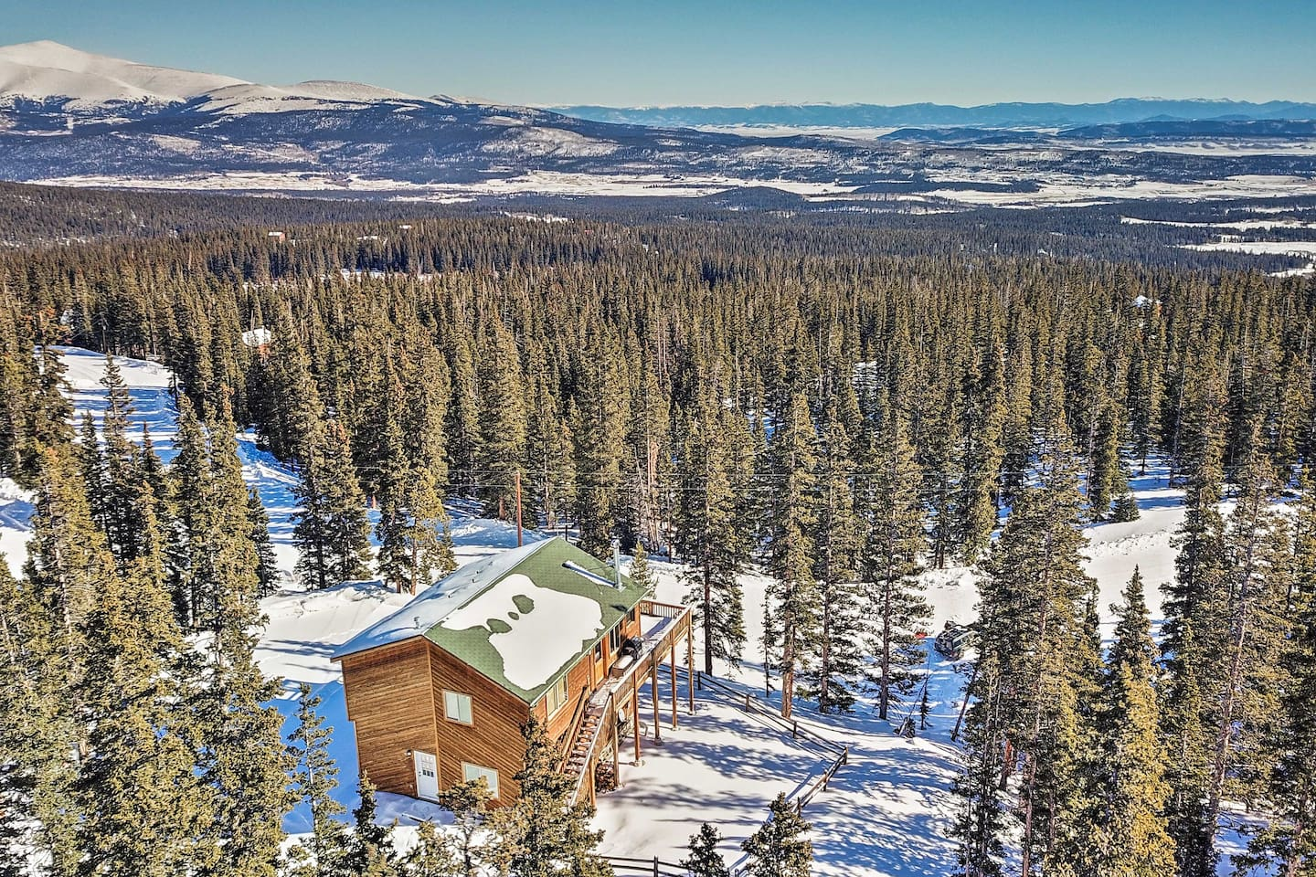 The views from this scenic and secluded Fiarplay cabin won't disappoint!